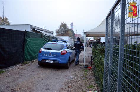 controlla permesso di soggiorno controllo di polizia nel co nomadi in via longhin