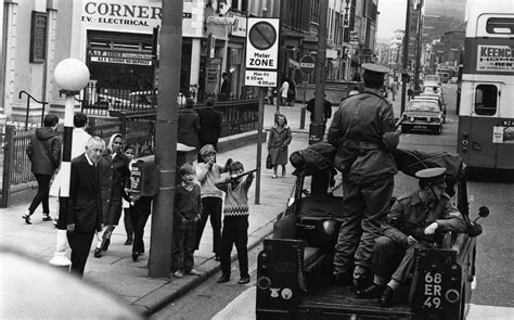 St Kidos Army photos of children in the troubles northern ireland 1969 1981 flashbak
