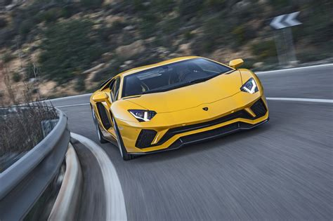 Lamborghini Aventador S (2017) review by CAR Magazine