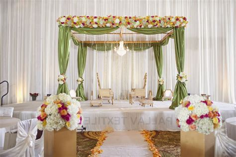 Flower To Decorate A Wedding by Decorate Tent For Wedding Reception Table Flowers