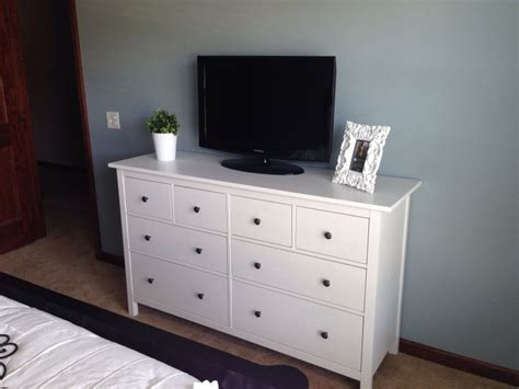 ikea hemnes dresser in the guest room paint is blue arrow by valspar happy home