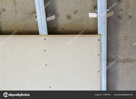 Faux Plafond Plaque De Platre by Faux Plafond De Plaques De Pl 226 Tre Fix 233 Es 224 Armature En