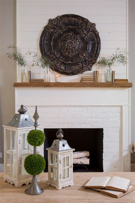 chip and joanna shiplap room from fixer upper