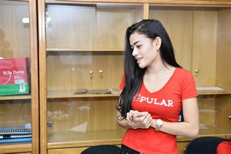 Kaos Jutek mau tahu lebih dalam kepribadian miss popular quot pioneer dj