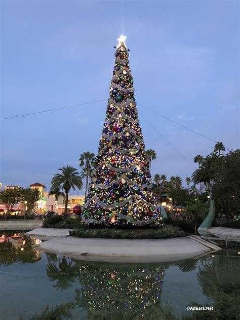 christmas decor adds  flurry  fun  disneys hollywood studios allearsnet