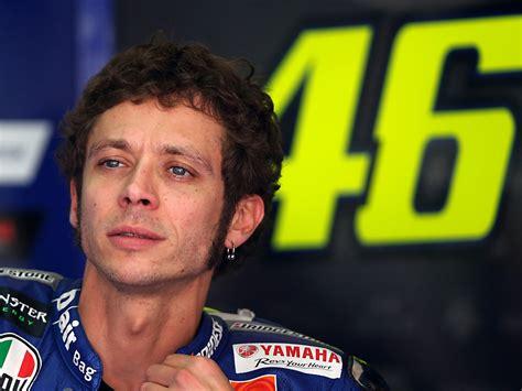 Motorradrennen Rossi by Sport Fan Ch Valentino Rossi Wehrt Sich Gegen Drei