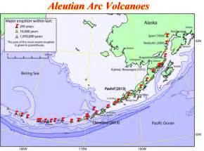 map of volcanoes in the united states 52 volcanoes that pose a serious threat to the us aren t
