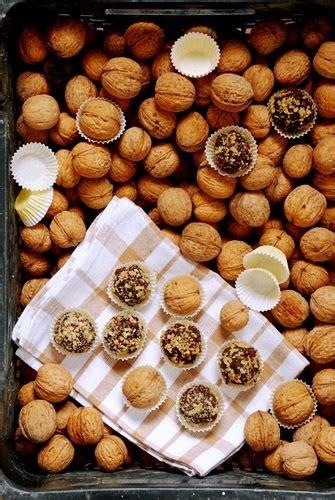 caramelle ai fiori di bach frutta secca e cioccolato buffet naturale per feste dei
