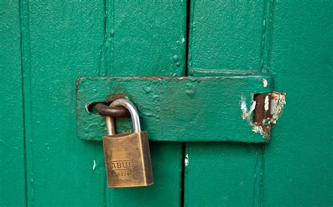 How To Get In A Locked Door by Evernote S Competitor Catch Shuts Its App Says