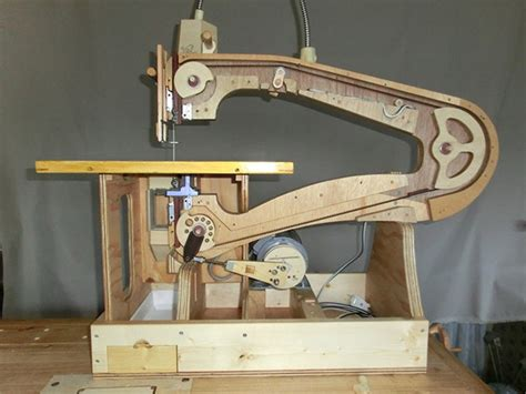 scrollsaw woodworking makes his own scroll saw out of wood