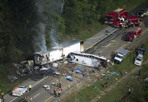 boat crash knoxville young and old among 8 killed in tennessee bus crash latimes