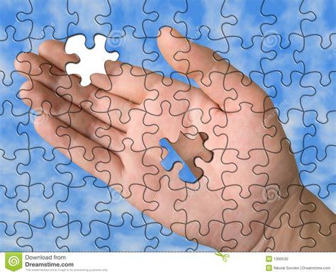 la pieza del fondo mano del rompecabezas sin una sola pieza foto de archivo imagen 1390530