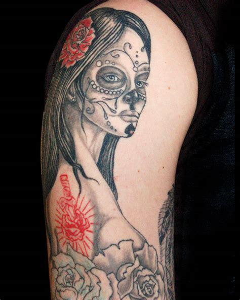 tatuaggi teschi e fiori tatuaggi teschi fotografie