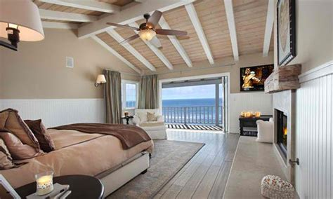 bedrooms  cathedral  vaulted ceilings home