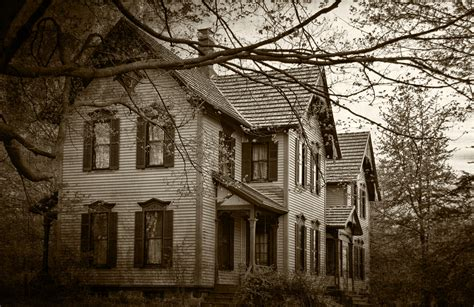 scary house haunted real estate realtor recalls frightening experiences as a newbie inman