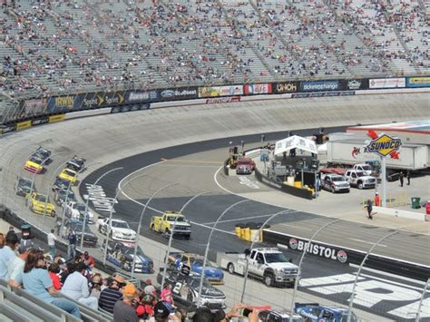 how many seats at bristol motor speedway the track turn 2 picture of bristol motor speedway