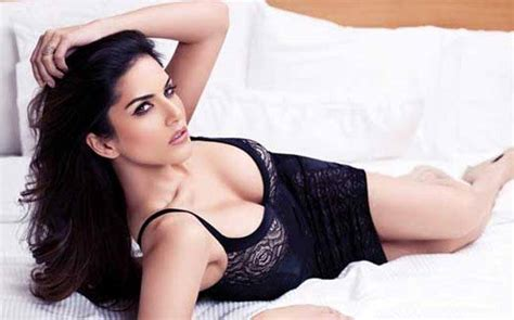 Bathtub For Baby In India Sunny Leone S Father Caught Her Secretly Making Out With