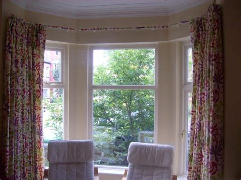curtains on a bay window bay window curtain ideas that work perfectly and look great