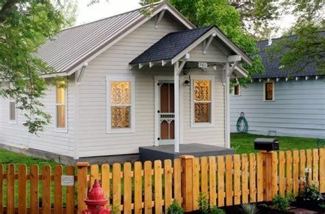 oregon tiny house in bend tiny house talk tiny retro cottage called the sparrow