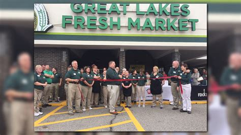 Plumbs Market Muskegon Mi by Great Lakes Fresh Market Now In Three Former Plumb S