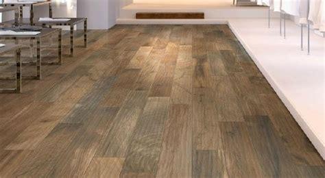 pavimenti finto parquet mobili lavelli mattonelle finto legno prezzi