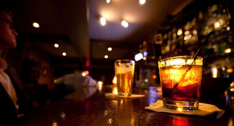 top ten drinks at a bar 10 best college bars in america the daily meal