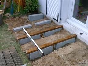 poser une terrasse en bois un jardin 224 tendance