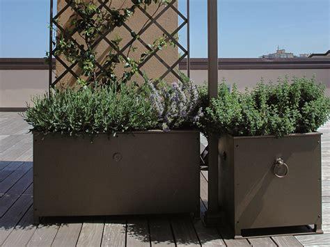 fioriere in ferro prezzi fioriera in ferro con grigliato altea by unosider
