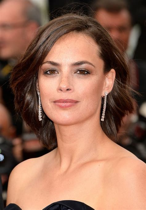 casual hairstyles for oval face berenice bejo casual short wavy hairstyle for oval faces