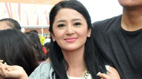 nama bintang film wanita mandarin dewi perssik siap nikah di 2016 dengan siapa showbiz