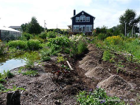 Cheap Garden Gravel Rock Path Create A Cheap Garden Path Building Garden