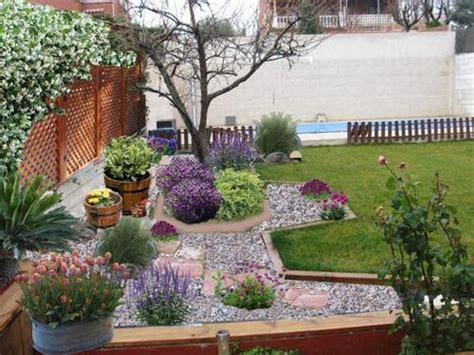 imagenes de jardines con piedras de rio decoracion de patios y jardines con piedras