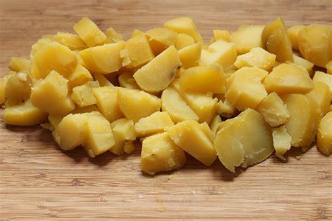 cucinare patate lesse insalata di polpo e patate la ricetta estiva e varianti di