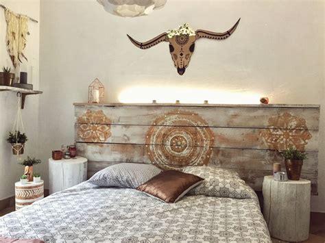 tete de lit en palette et bois de coffrage avec le led