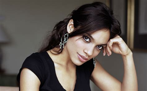 actress rosario dawson rosario dawson joins ryan reynolds in queen of the night