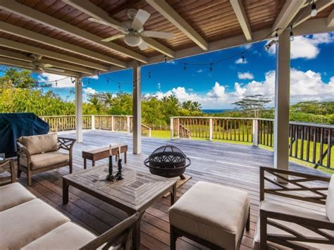 Covered Lanai Hawaiian Style Plantation Home With Guest House On