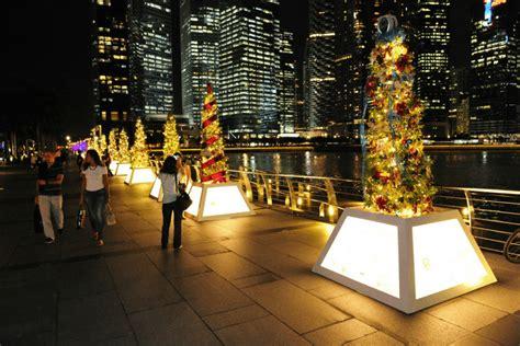 visiting singapore  kids  christmas check