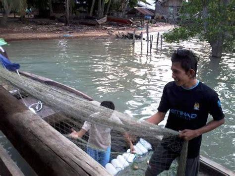 cuaca buruk  lingga  pengaruhi harga jual ikan