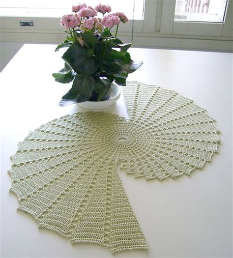 free knitting patterns for table runners pineapple table runner crochet pattern table runner