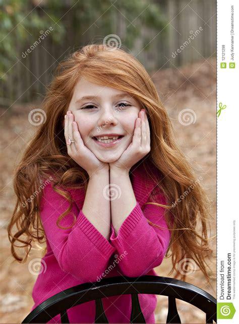 bailey 7 year old female roux fille de sept ans photos libres de droits image