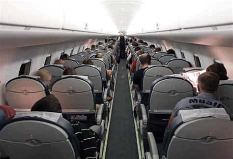 Embraer 195 Interior by Arata Noul Avion Cu Care Blue Air Va Curse Interne La Zi Pe Metropotam