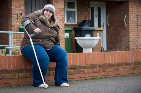 fat lady on bench meet the woman who s too fat to work refused nhs weight