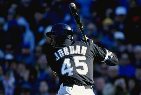 imagenes de jordan jugando michael jordan recibe una oferta para jugar al b 233 isbol