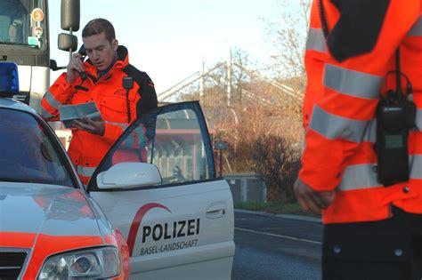 fahrerflucht wann meldet sich die polizei a18 bei duggingen zeugenaufruf nach fahrerflucht barfi ch