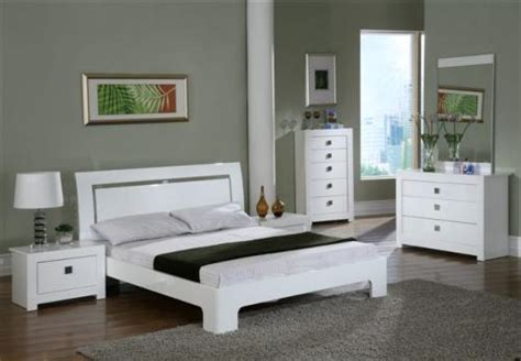White Gloss And Wood Bedroom Furniture by White Gloss Bedroom Keens Furniture