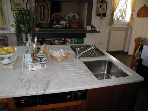 doppio lavello cucina top cucina ad isola in bianco carrara con doppio lavello