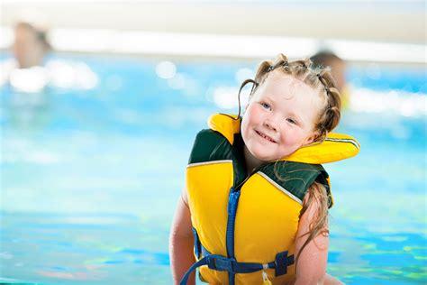reddingsvesten test zwemhulpmiddelen en reddingsvesten consumentenbond