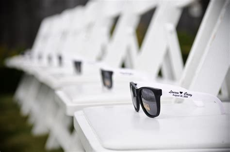 Wedding Favors Sunglasses by 11 Amazing Wedding Photos With Custom Printed Sunglasses