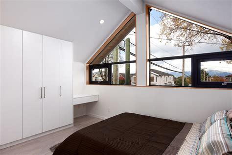 new energy bedrooms an energy efficient contemporary laneway house by lanefab