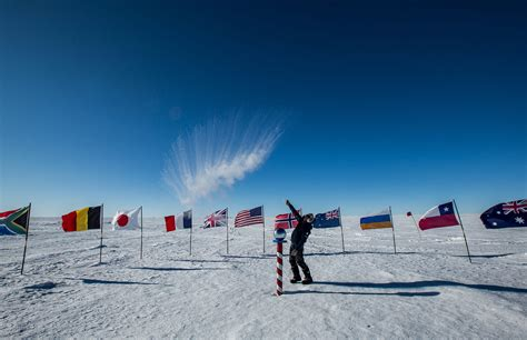 The South south pole antarctic logistics expeditions